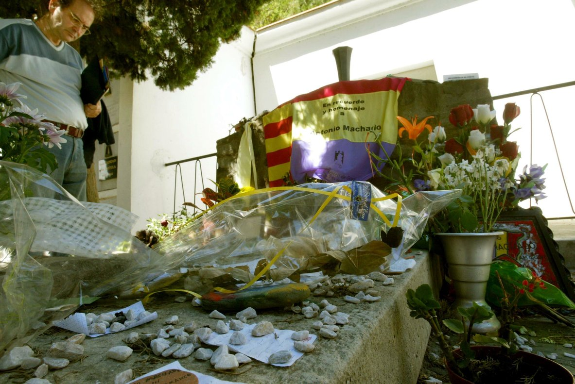 COLLIURE - VIDA Y MUERTE EN LA CATALUNYA NORTE - TUMBA DE MACHADO . FOTO JOAN CASTRO