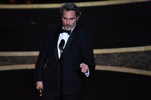 Joaquin Phoenix, durante su discurso tras recibir el Oscar al mejor actor por 'Joker'.