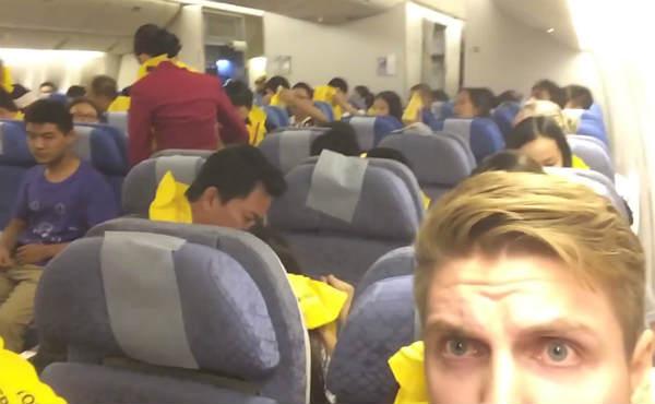 Aterrizaje de emergencia grabado por un joven que viajaba en el avión