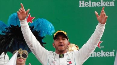 Hamilton pisotea el sueño de Ferrari en su propia casa