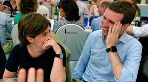 Los candidatos a presidir el PP, Soraya Sáenz de Santamaría y Pablo Casado, el pasado martes, en la cena de verano del grupo parlamentario del PP.