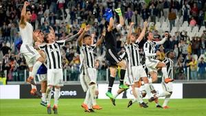 Los jugadores de la Juventus festejan su triunfo ante el Bolonia.