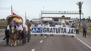 Corte de las asociaciones vecinales afectadas por la siniestralidad de la N-340, el 13 de mayo.