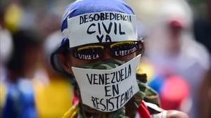 Manifestaciones a favor y en contra del Gobierno en Venezuela, este miércoles.