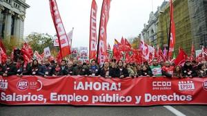 Los líderes sindicales encabezan la manifestación de los empleados públicos, la semana pasada en Madrid.