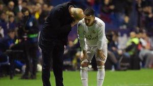Zidane habla con Hazard tras volver a lesionarse ante el Levante.