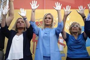 Marimar Blanco, a la izquierda, junto a Cristina Cifuentes y Manuela Carmena.