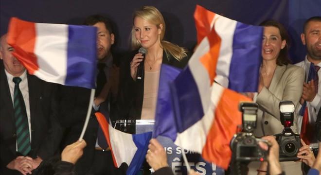 La derecha y la izquierda francesa perfilan sus estrategias para frenar a Le Pen