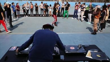 Cultura urbanaen el parque de la Trinitatensenan a bailar Hip Hop