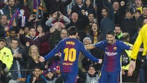 Messi y Suárez celebran el 1-0 del Barça, marcado por el argentino.