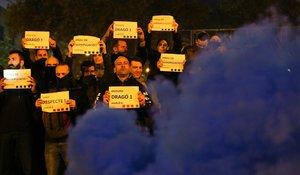 Mossos movilizados durante el corte de la Gran Via de Les Corts Catalanes.