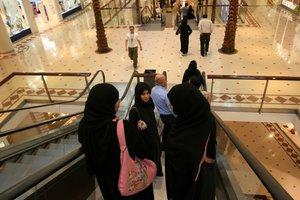 Mujeres saudís, en un centro comercial.