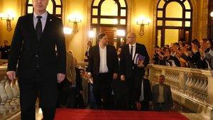 Oriol Junqueras y Raül Romeva a su llegada al Parlament para declarar ante la comisión de investigación de la cámara catalana sobre la aplicación del artículo 155 de la Constitución