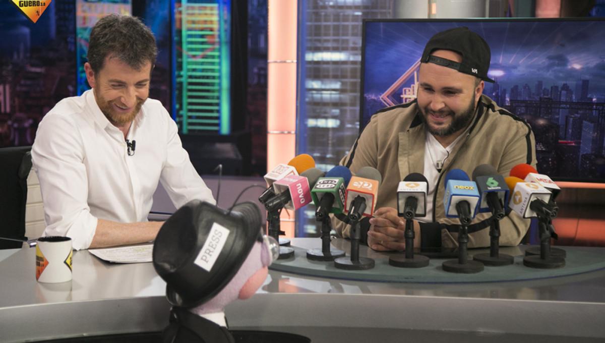 Pablo Motos, con Kiko Rivera, en 'El hormiguero'.