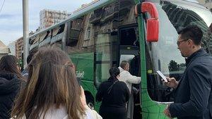 Pasajeros en un autobús de Busup.