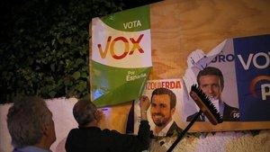Pegada de carteles en la localidad de Ronda.