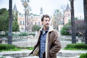 Peter Vives, ante el Palau de les Heures.