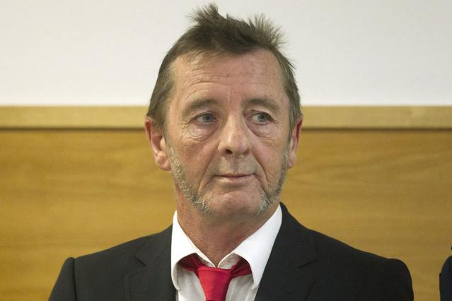 Phil Rudd, atne el tribunal de Tauranga, en Nueva Zelanda, donde se ha declarado culpable de amenazar de muerte a un empleado.