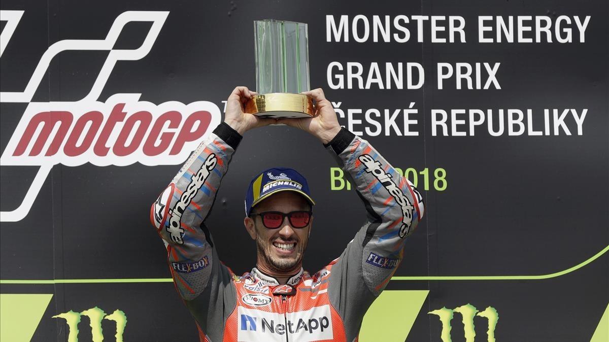 El piloto italiano Andrea Dovizioso, celebra su victoria en el GP de la República Checa