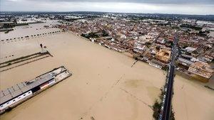 La población de Dolores (Alicante), inundada por el desbordamiento del río Segura.