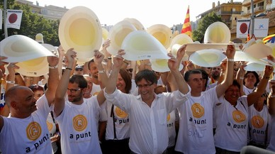 El 'president' de la Generalitat, Carles Puigdemont, en la manifestación celebrada enSalt.