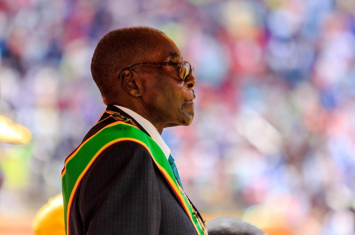 El presidente de Zimbabue, Robert Mugabe, en la celebración del 37 aniversario de la independencia del país.