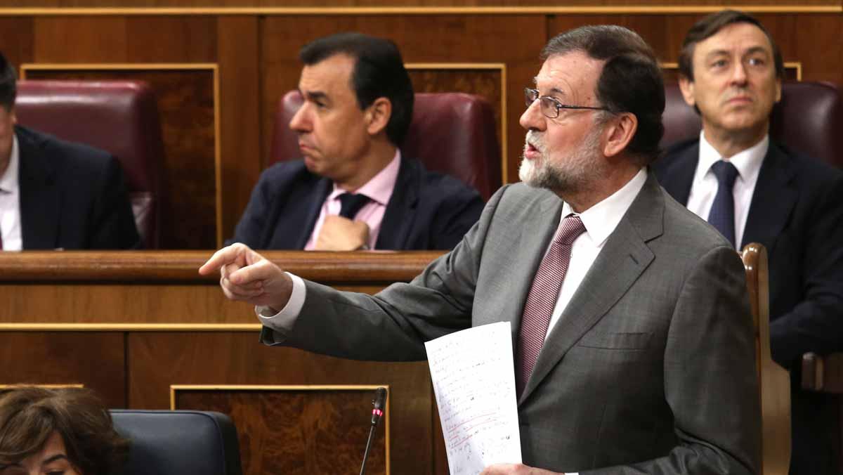 Rajoy ha acusado hoy al líder del PSOE, Pedro Sánchez, de usar la moción de censura que ha presentado contra él como un atajo y un sistema torticero para llegar a la Moncloa.