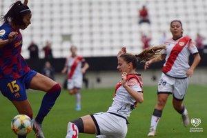 La azulgrana Leila, en una jugada del partido de este domingo en Vallecas.