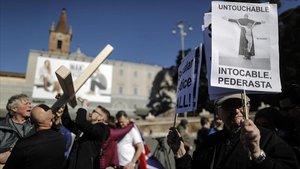 Manifestacion en Roma para protestar por los abusos sexuales en la Iglesia católica, este sábado.