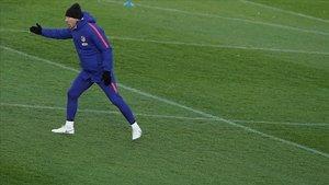 Simeone, en el entrenamiento del Atlético previo al duelo con el Barça.