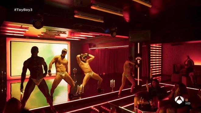 Los 'boys'del Club Inferno ('Toyboy', A-3).