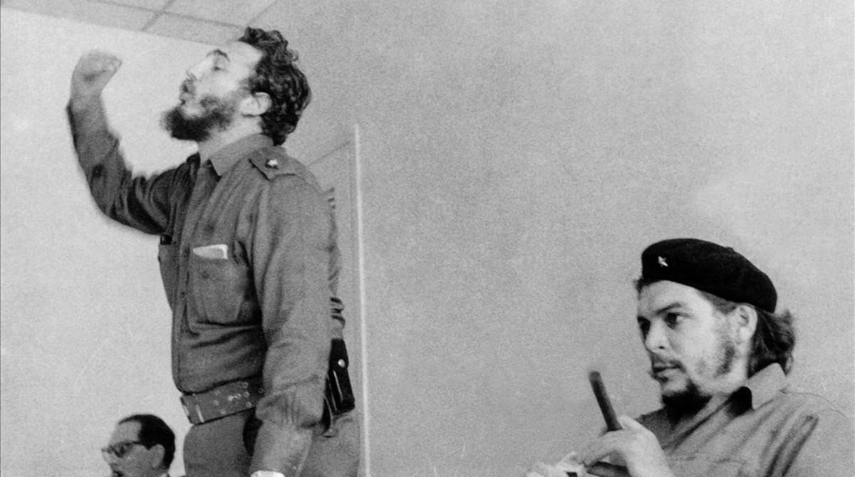 Una fotografía de Castro tomada en la década de los 60 junto a Ernesto Che Guevara