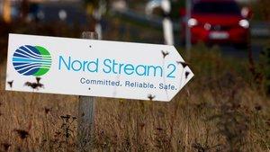 Una señal indica el acceso a una instalación del gasoducto Nord Stream 2 en la localidad germana de Lubmin.