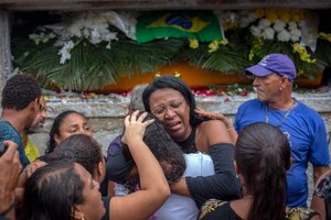 La ola de violencia que enfrenta Río de Janeiro desde los Juegos Olímpicos de 2016 ha dejado más de 6.000 muertos cada año.