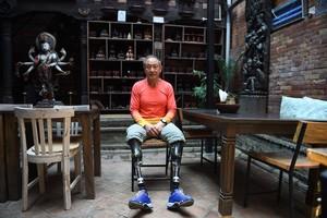 Xia Boyu, el escalador chino de 70 años que ha coronado el Everest con las amputaciones.