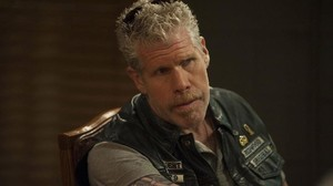 Ron Perlman en la serie Hijos de la anarquía (Sons of Anarchy).