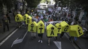 Protesta contra los precios abusivos de los alquileres, en Barcelona.