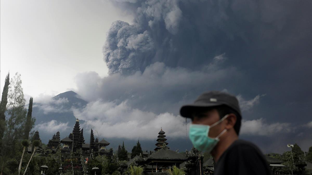El volcán Agung, en la isla indonesia de Bali.