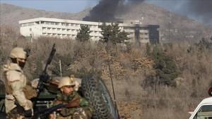 Un atac armat a un hotel de luxe a Kabul provoca 10 morts