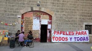 Los encerrados en la Massana, durante la jornada de Sant Jordi.