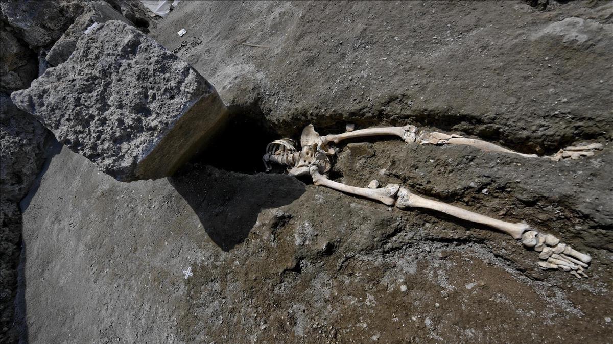 El esqueleto hallado en las ruinas de Pompeya.