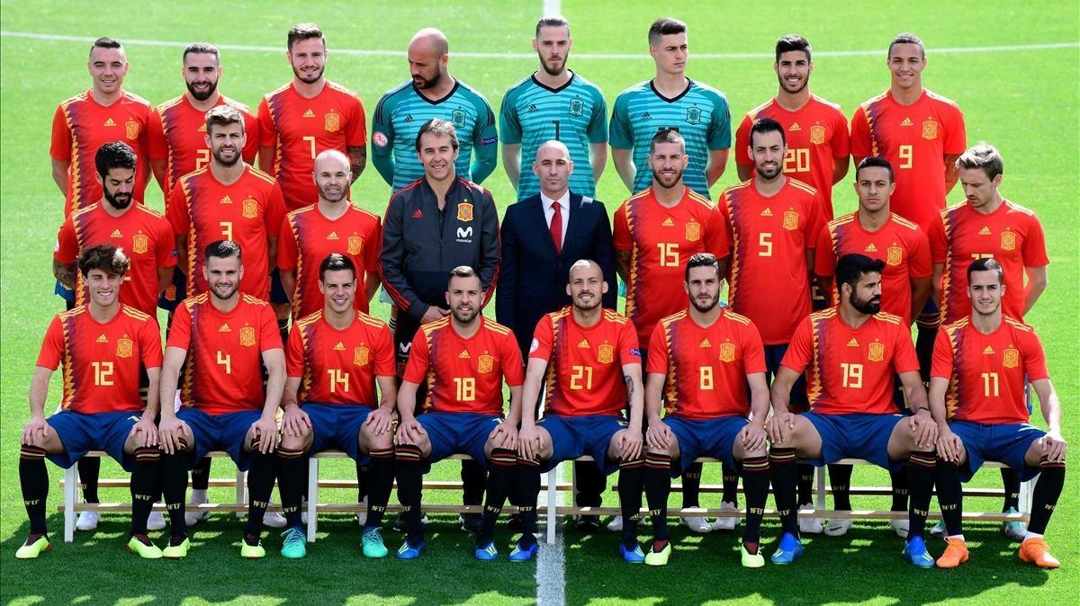 Hilo de la selección de España (selección española) Zentauroepp43619236-spain-national-football-team-squad-pose-las-rozas-ma180605121233-1528193721566