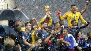 El equipo francés celebra su triunfo en el Mundial.