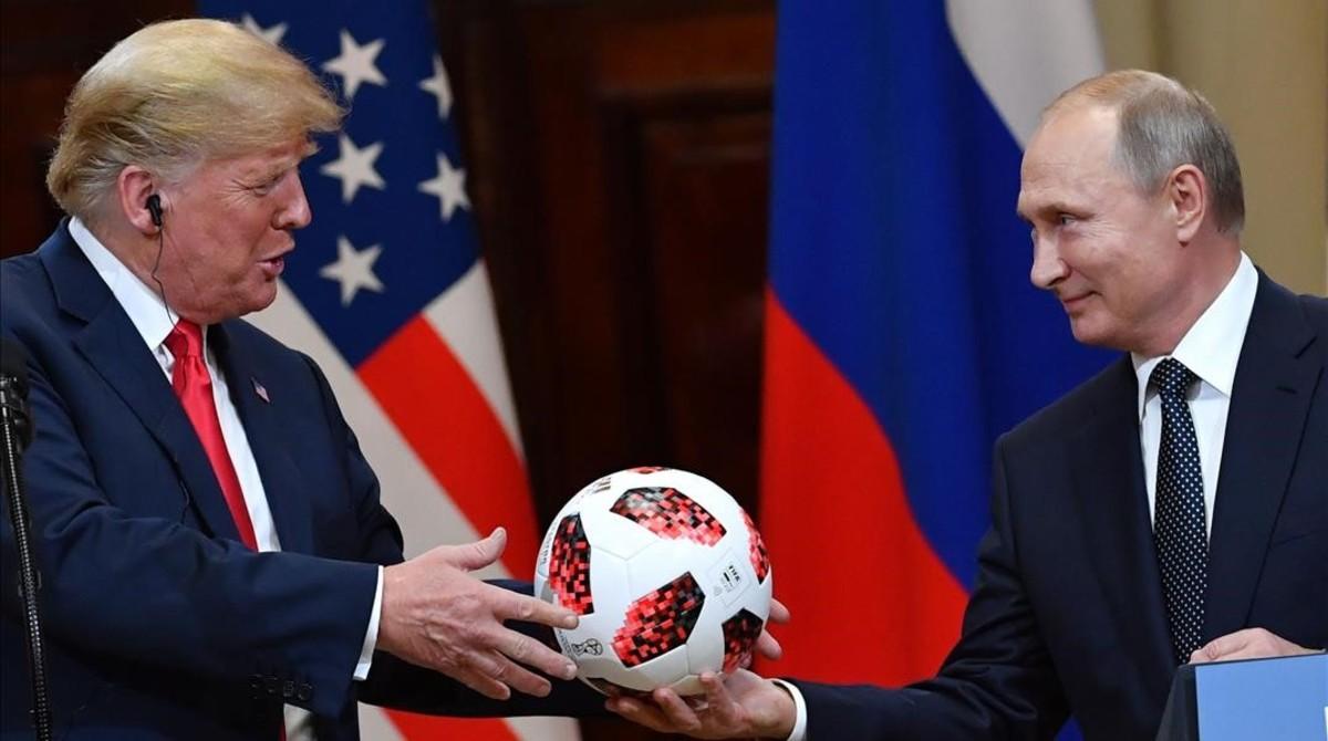 Establishment y prensa afín a Putin cantan victoria tras la cumbre con Trump