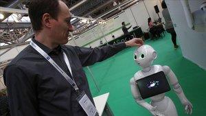 Un robot que canta y juega con personas para mayores presentado en el Congreso del Tercer Sector.