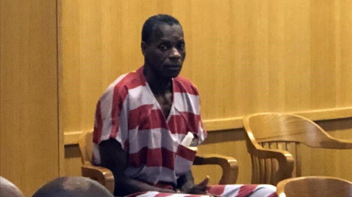 Alvin Kennad, en la corte de Alabama, antes de oír la sentencia que lo terminó liberando.