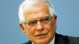 Suplanten Borrell a LinkedIn per estafar diners als seus seguidors