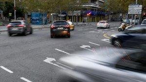 Giro obligatorio para la circulación en la avenida de Roma a la altura de la calle de Urgell.