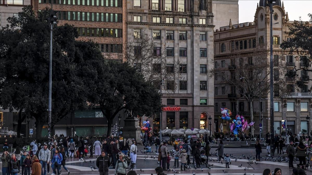 Edificio de plaza Catalunya donde podrían albergar pisos turísticos.