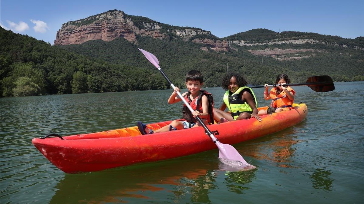 Actividad de las colonias de Fundesplai, en Can Mateu (Vilanova de Sau), el verano pasado.